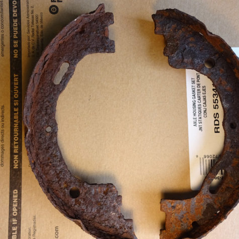 Rusty-parking-brake-shoes-1