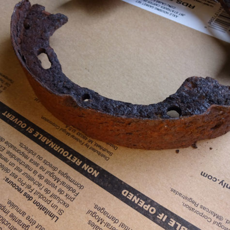 Rusty-parking-brake-shoes-2